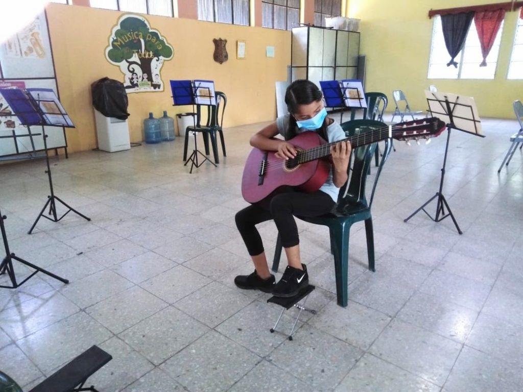 Elève à la guitare